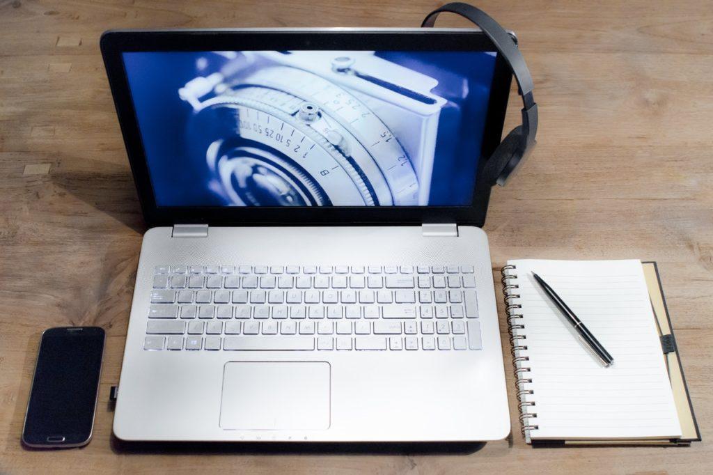 white-black-laptop-computer-israbell-com
